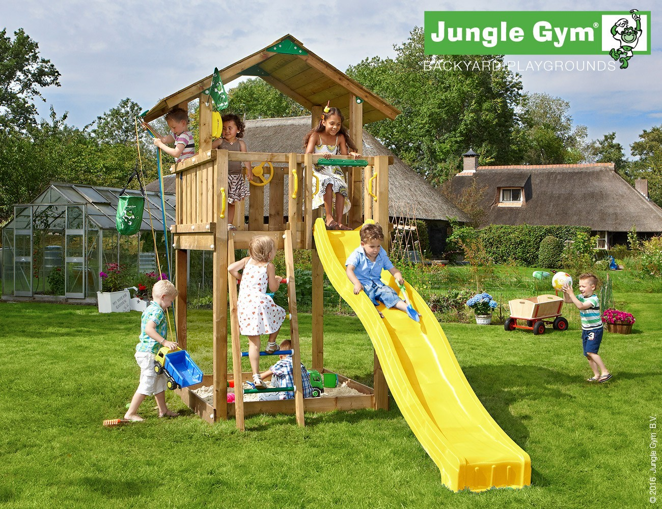 jungle gym spielturm chalet kletterturm mit rutsche aus. Black Bedroom Furniture Sets. Home Design Ideas